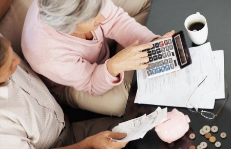 Страховой стаж для выхода на пенсию в России для мужчин и женщин (таблица по годам): сколько нужно и как рассчитывается