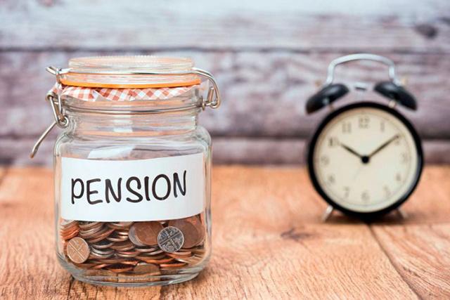 Выход на пенсию женщины в России и мужчины (трудовой стаж и пенсионный возраст)