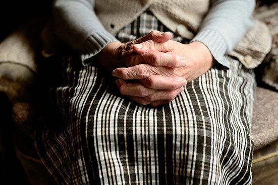 Как найти работу пенсионеру: востребованные вакансии для женщин и мужчин пожилого возраста