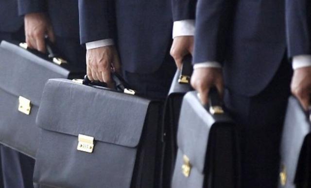 Пенсия госслужащим и муниципальным служащим с 2020 года и надбавка за выслугу лет (последние новости)
