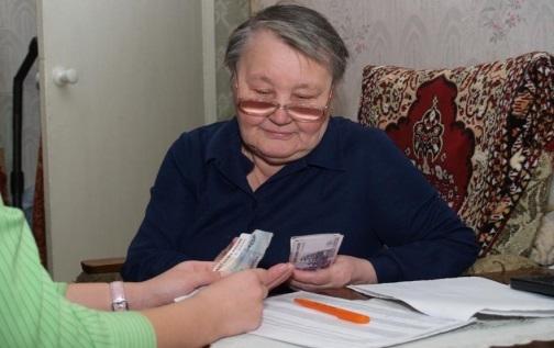 Доставка пенсии на дом почтой или на банковскую карту — плюсы и минусы