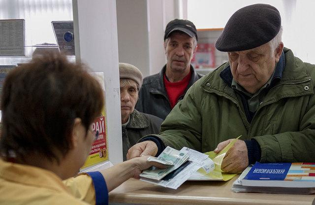 Как перевести пенсию при смене места жительства и сохраняется ли ее размер при переезде